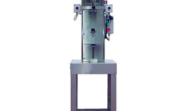 Полуавтоматическая машина для укупорки шпиндельных бутылок